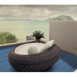 Taburete alto de haya tintada y asiento tapizado de la firma ondarreta modelo oto